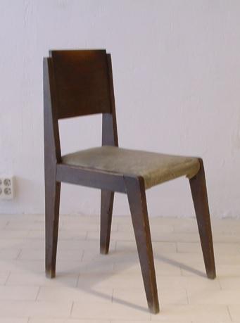 Fig.3- Silla de 1956, con estructura de madera y asiento tapizado.